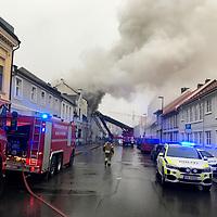 Kristiansand  20170330.<br /> Det brenner torsdag morgen i en bygård i Tollbodgata i Kristiansand.<br /> Foto: Tor Erik Schrøder / NTB scanpix