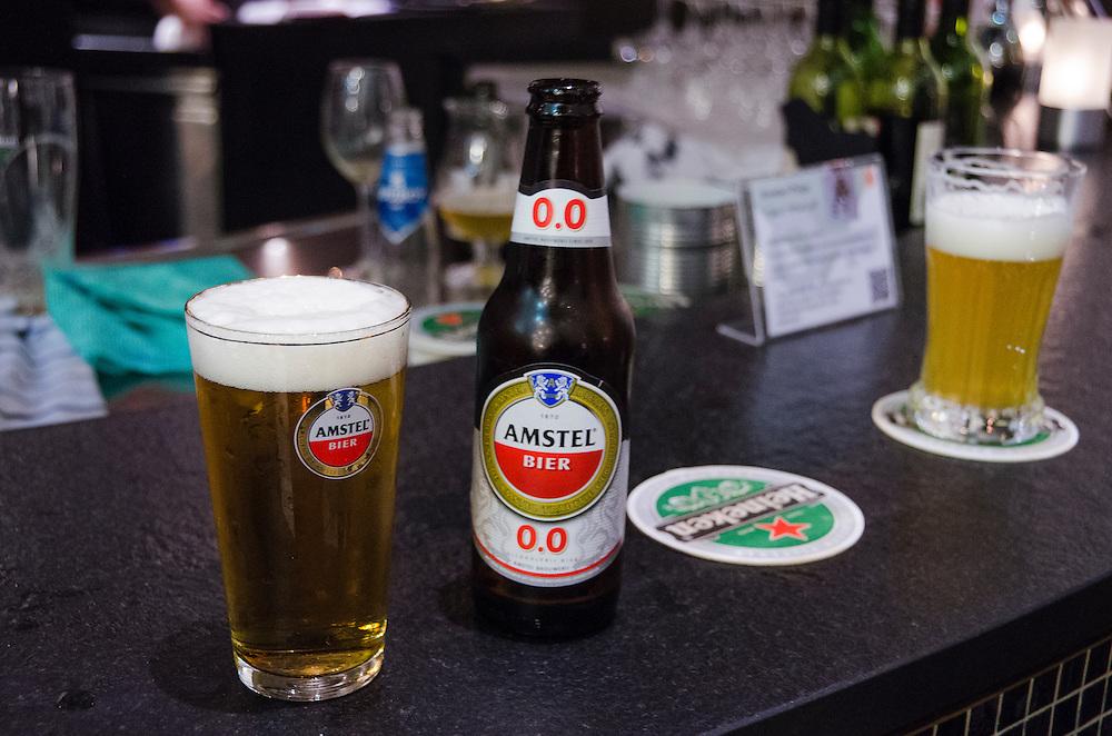 Nederland, Amsterdam, 30 jan 2013.Alcoholvrij bier van Amstel op de bar. Bier voor de bob en anderen die moeten rijden of nuchter blijven.Foto(c): Michiel Wijnbergh