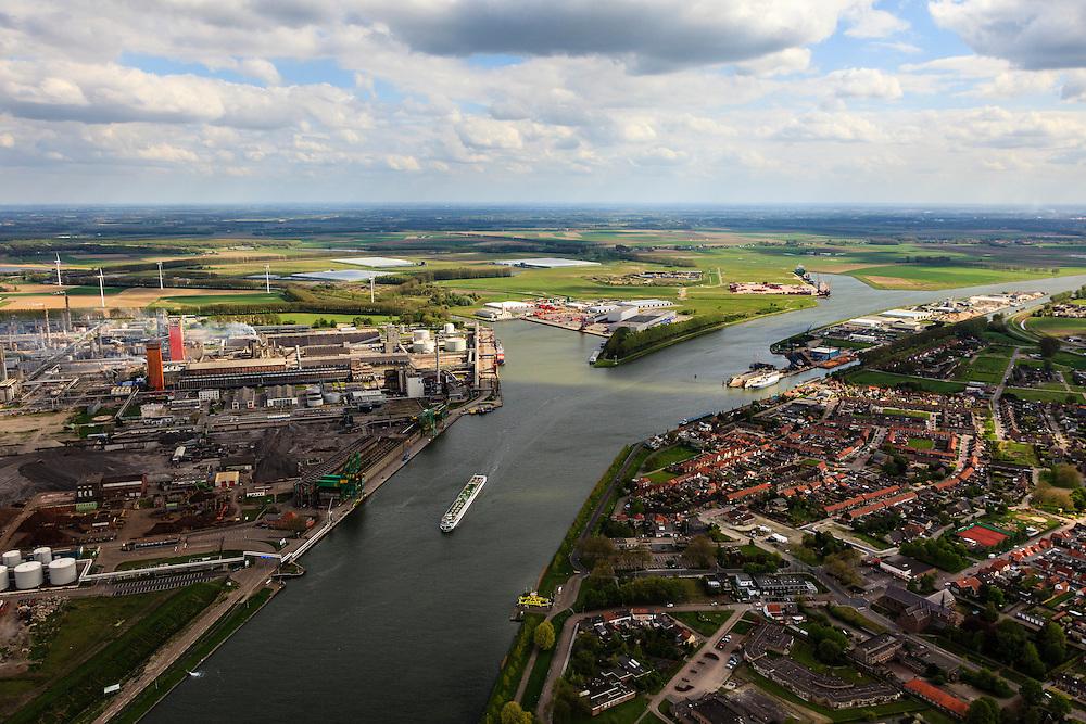 Nederland, Zeeland, Zeeuws-Vlaanderen, 09-05-2013; cruiseschip op Kanaal Gent-Terneuzen, ter hoogte van Sluiskil. Gezien naar Sas van Gent. Links stikstofbindingsbedrijf Yara, fabricage van kunstmest, ammoniak, ureum, salpeterzuur, CO2 (kooldioxide).<br /> Cruise ship on the Gent-Terneuzen canal in the south of the province Zeeland. Yara, nitrogen compound company manufactures fertilizer, ammonia, urea, nitric acid, CO2 (carbon dioxide) <br /> luchtfoto (toeslag op standard tarieven)<br /> aerial photo (additional fee required)<br /> copyright foto/photo Siebe Swart