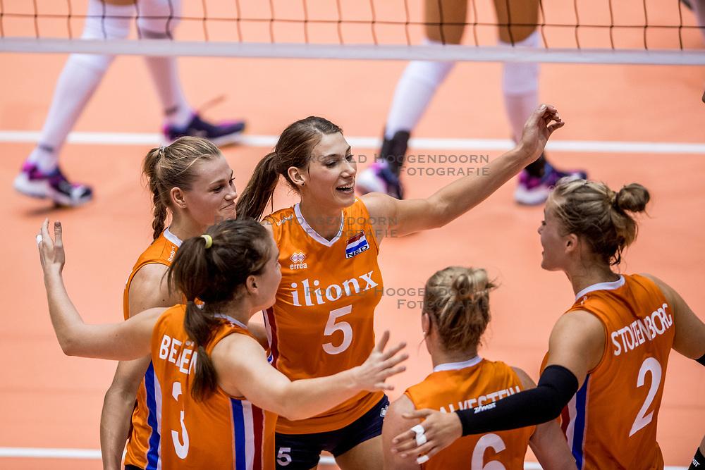 23-08-2017 NED: World Qualifications Belgium - Netherlands, Rotterdam<br /> De Nederlandse volleybalsters hebben op het WK-kwalificatietoernooi ook hun tweede duel in winst omgezet. Oranje overklaste België en won met 3-0 (25-18, 25-18, 25-22). Eerder werd Griekenland ook al met 3-0 verslagen / Nika Daalderop #19 of Netherlands, Robin de Kruijf #5 of Netherlands