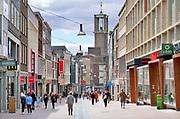 Nederland, Nijmegen, 11-5-2020 Winkelende mensen in de broerstraat in het centrum van de stad  . Foto: Flip Franssen