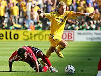 v.l. Collin Samuel, Christian Wilhelmsson Schweden<br /> Fussball WM 2006 Trinidad und Tobago - Schweden <br /> Sverige<br /> <br /> Norway only