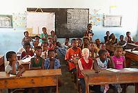 Madagascar. Ifaty, village de pecheur d'ethnie Vezo. Environs de Tulear. Ecole publique. // Madagascar Ifaty, fishing village of Vezo ethnic group. Around Tulear. Public school.