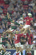 Leicester, Welford Road, Leicestershire, 30/09/2001,          Line out [L] Ben KAY and [R] Chris Wyatt, diverts the line out ball,  during the,  Heineken Cup, match, Leicester Tigers vs Llanelli, Heineken Cup,<br /> [Mandatory Credit: Peter Spurrier/Intersport Images],<br /> Leicester Tigers v Llanelli Euro Cup  <br /> 29/9/01
