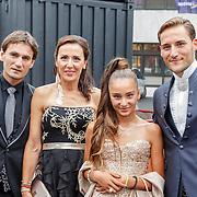 NLD/Hilversum/20150831 - Voetbalgala 2015, Nemanja Gudelj met zijn ouders en zusje