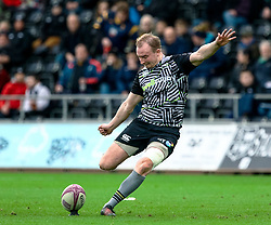 Luke Price of Ospreys kicks a penalty<br /> <br /> Photographer Simon King/Replay Images<br /> <br /> European Rugby Challenge Cup Round 5 - Ospreys v Worcester Warriors - Saturday 12th January 2019 - Liberty Stadium - Swansea<br /> <br /> World Copyright © Replay Images . All rights reserved. info@replayimages.co.uk - http://replayimages.co.uk