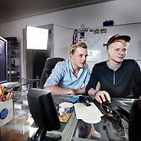 Nederland, Amsterdam , 16 juli 2014.<br /> Cinemates zijn superbekende Youtubers. En afkomstig uit Groningen.<br /> Kelvin Boema (17) en Peter de Harder (19) maken samen filmpjes. Gewoon omdat ze datleuk vinden. En anderen vinden datblijkbaar ook leuk, want met hun YouTube-kanaal The Cinemates hebben ze inmiddels meer dan 120.000 volgers. Ook werkten de vrienden, die onlangs van het Groningseplatteland naar Amsterdam verhuisden, al voor merken als Sony en Disney. Of, zoals Peter het ooit formuleerde: 'We zitten midden in de revolutie van het nieuwe film maken: jonge gasten die met weinig middelen en weinig mensen iets tofs maken.' <br /> Op de foto de oprichters Kelvin Boerma (r) en Peter de Harder achter hun computers tijdens het nabewerken van een van hun video's.<br /> Onkosten: reiskosten 30 x € 0,19=€ 5,70<br /> Parkeerautomaat: € 4,00 <br /> Totaal: € 9,70<br /> Foto:Jean-Pierre Jans