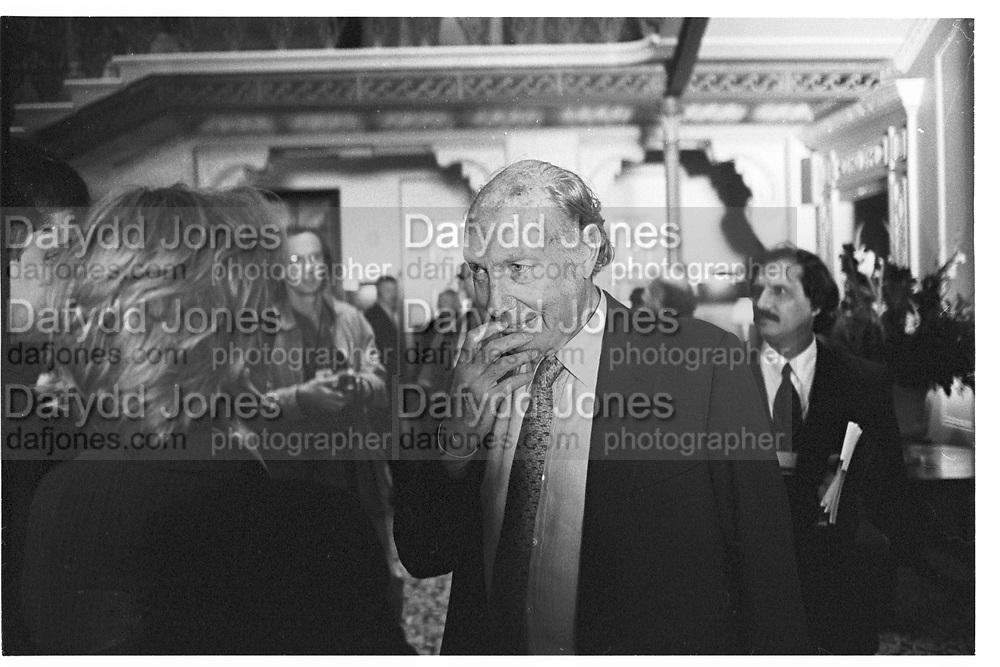 John Aspinall. Referendum Party Conference. grand Hotel. Brighton. 21 October 1996.  SUPPLIED FOR ONE-TIME USE ONLY> DO NOT ARCHIVE. © Copyright Photograph by Dafydd Jones 66 Stockwell Park Rd. London SW9 0DA Tel 020 7733 0108 www.dafjones.com