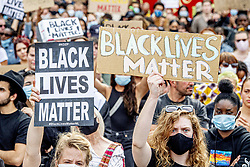 People take part in a Black Lives Matter protest on Dam Square in Amsterdam, Netherlands on June 1, 2020, to protest against the recent killing of George Floyd, a black man who died in police custody in Minneapolis, U.S.A., after being restrained by police officers on Memorial Day. Photo by Robin Utrecht/ABACAPRESS.COM  George Gathering Rally Protest Manifestation Rassemblement Manif Manifestations Rassemblements Demonstration Surgical masks Protective Masks Face mask Face masks Surgical mask Protective Mask Masque chirurgical Lunettes de protection Masque de protection Racisme Racism Black Lives Matter BLM    732370_007 Amsterdam Pays-Bas Netherlands