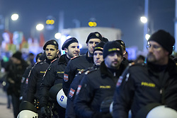 26.01.2018, AUT, Demonstration gegen den Akademikerball in Wien, im Bild Polizeibeamte // during protest against the 'Akademiker Ball' of the FPOE - Freedom Party Austria, in Vienna, Austria on 2018/01/26. EXPA Pictures © 2017, PhotoCredit: EXPA/ Florian Schroetter