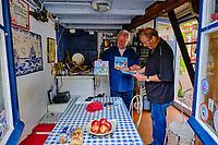 France, Pyrénées-Atlantiques (64), Pays Basque, Biarritz, le port des pêcheurs, quartier des crampotes, Jean-Claude Mouclet et Michel Lecuona // France, Pyrénées-Atlantiques (64), Basque Country, Biarritz, the fishermen's port, crampotes district
