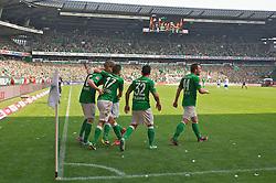 04.05.2013, Weserstadion, Bremen, GER, 1. FBL, SV Werder Bremen vs TSG 1899 Hoffenheim, 32. Runde, im Bild die Mannschaft beim Jubel mit Kevin de Bruyne (Bremen #6) ueber dessen Treffer zum 2:0 // during the German Bundesliga 32nd round match between the clubs SV Werder Bremen vs TSG 1899 Hoffenheim at the Weserstadion, Bremen, Germany on 2013/05/04. EXPA Pictures © 2013, PhotoCredit: EXPA/ Andreas Gumz ***** ATTENTION - OUT OF GER *****