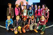 Perspresentatie 35 jaar Kinderen voor Kinderen en bekendmaking van Musical van Kinderen voor Kinderen in het DeLaMar Theater in Amsterdam.<br /> <br /> Op de foto:  Componist Tonny Eyk en Tjeerd Oosterhuis met de kinderen van het koor.