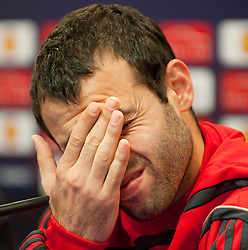 21.04.2010, Stadio Vicente Calderon, Madrid, ESP, UEFA EL, Liverpool FC PK im Bild Liverpool's Javier Mascherano reibt sich die Augen bei der Pressekonferenz vor dem Uefa Europaleague Halbfinale gegen Athletico Madrid, EXPA Pictures © 2010, PhotoCredit: EXPA/ Propaganda/ D. Rawcliffe / SPORTIDA PHOTO AGENCY