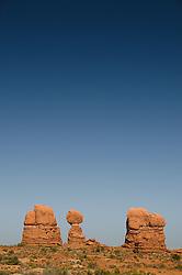 Balanced Rock, Arches National Park, Utah, US