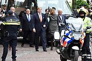 Streekbezoek Koning en Koningin in de voormalige Mijnstreek Limburg /// Region Visit King and Queen in the former mining region of Limburg<br /> <br /> op de foto / on the photo: <br /> <br />  Koning Willem Alexander en Koningin Maxima komen aan bij de Stadswinkel in Sittard-Geleen  ////  <br /> King Willem Alexander and Queen Maxima arrive at the Urban Centre in Sittard-Geleen