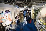 Nederland, Utrecht, 25-1-2014Bezoekers en stands op de gezondheidsbeurs. De beelden respecteren de privacy van de bezoekers.De nieuwste gezondheidstrends en informatie over gezond leven met fruitdrankjes, oogmetingen, checkups, massage,medicinale kruiden, kruidenthee, zelftests, handlezen en nog veel meer....Foto: Flip Franssen