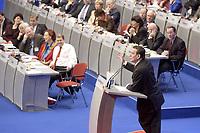 17 NOV 2003, BOCHUM/GERMANY:<br /> Gerhard Schroeder, SPD, Bundeskanzler, haelt eine Rede, im Hintergrund das Podium mit den Mitgliedern des SPD Parteirates - Bundesminister und Ministerpraesidenten -, SPD Bundesparteitag, Ruhr-Congress-Zentrum<br /> IMAGE: 20031117-01-068<br /> KEYWORDS: Parteitag, party congress, SPD-Bundesparteitag, Gerhard Schröder