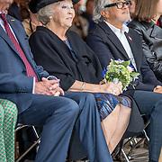 NLD/Tilburg/20170916 - Beatrix bij opening jubileum expositie 25 jaar museum De Pont, Beatrix en Britse kunstenaar Anish Kapoor