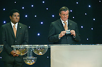 LISBOA-30 NOVEMBRO 2003:EURO 2004 FINAL DRAW, GERHARD AIGNER (CEO UEFA) assited by EUSÉBIO SILVA draws the name of DENMARK on GROUP C position 3, 30/11/2003, Held in Pavilhão do Atlantico/park expo-Lisbon<br />(PHOTO BY: AFCD/GERARDO SANTOS)