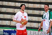 DESCRIZIONE : Siena Lega A 2008-09 Playoff Finale Gara 2 Montepaschi Siena Armani Jeans Milano<br /> GIOCATORE : Luca Vitali<br /> SQUADRA : Armani Jeans Milano<br /> EVENTO : Campionato Lega A 2008-2009 <br /> GARA : Montepaschi Siena Armani Jeans Milano<br /> DATA : 12/06/2009<br /> CATEGORIA : before<br /> SPORT : Pallacanestro <br /> AUTORE : Agenzia Ciamillo-Castoria/G.Ciamillo