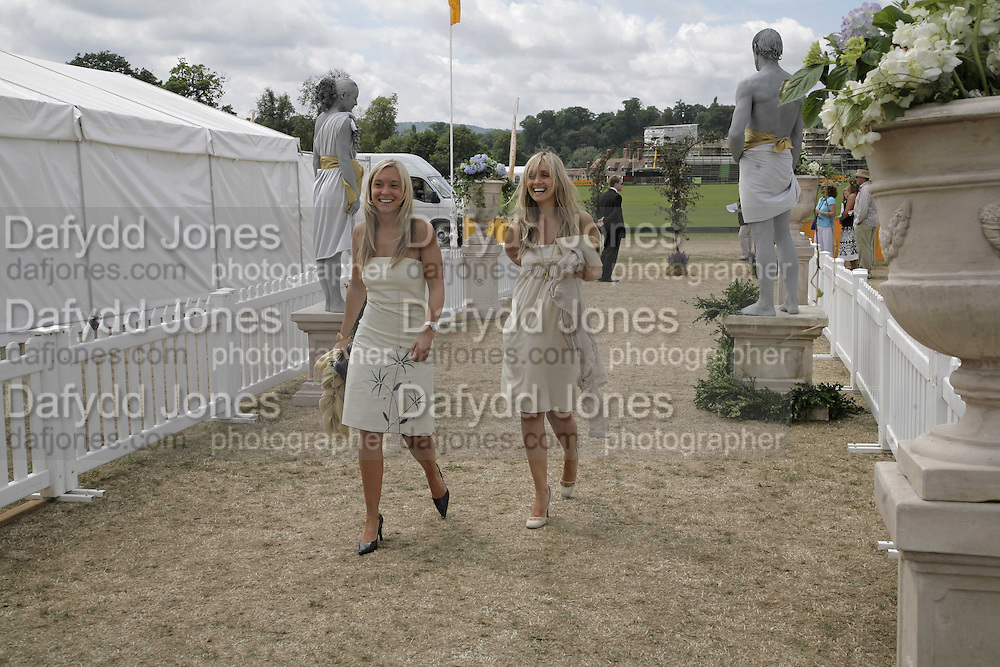 Sophia de Stefano and Louise Redknap, Veuve Clicquot Gold Cup 2006. Final day. 23 July 2006. ONE TIME USE ONLY - DO NOT ARCHIVE  © Copyright Photograph by Dafydd Jones 66 Stockwell Park Rd. London SW9 0DA Tel 020 7733 0108 www.dafjones.com