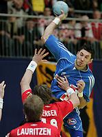 Blazenko Lackovic (CRO) gegen Jan Thomas Lauritzen (NOR) und Johnny Jensen (NOR). © Manu Friederich/EQ Images