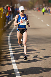 Deena Kastor eventual winner begins to chase leader by herself at 19 miles