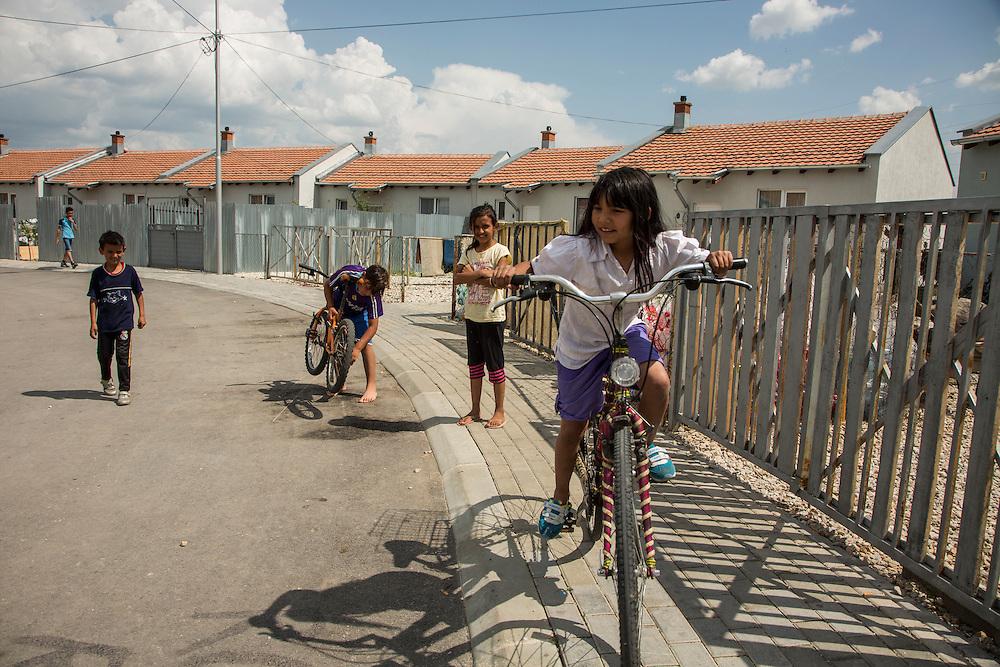 Children in the Roma Mahala neighborhood of Mitrovica, Kosovo. (RELEASED)<br /> <br /> Matt Lutton for the European Commission