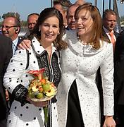 Koninginnedag 2007 in het vestingsstadje Woudrichem / Queensday 2007 in the small village Woudrichem.<br /> <br /> Op de foto : Prinses Aimee en Anita