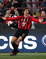 Fotball<br /> Champions League 2004/05<br /> AC Milan v Manchester United<br /> 8. mars 2005<br /> Foto: Digitalsport<br /> NORWAY ONLY<br /> AC Milan's Argentinian forward Hernan Crespo celebrates after scoring