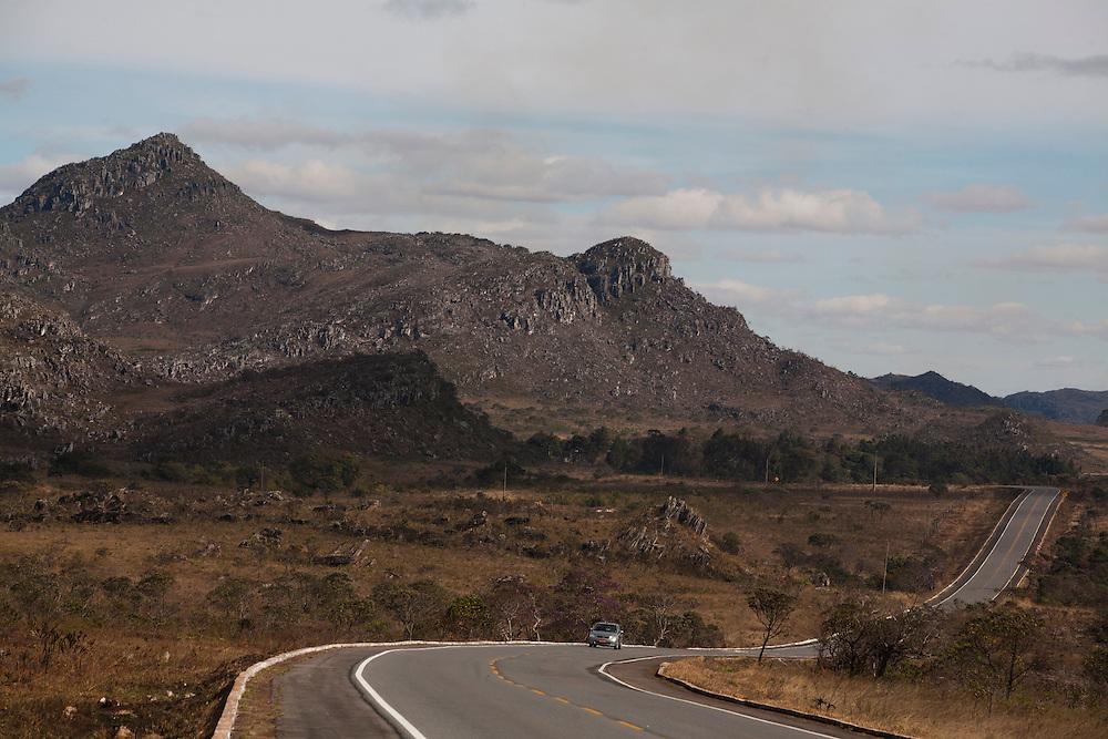 Diamantina_MG, Brasil...BR 367 em Diamantina, Minas Gerais...The highway BR 367 in Diamantina, Minas Gerais...Foto: LEO DRUMOND / NITRO