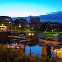 Gravane i Kristiansand med båter en sommers natt.