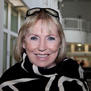 NLD/Huizen/20110429 - Lintjesregen 2011, Mireille Bekooy