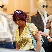 NLD/Amsterdam/20150625 - Patricia Paay en vriendin in Amsterdam aan het winkelen,