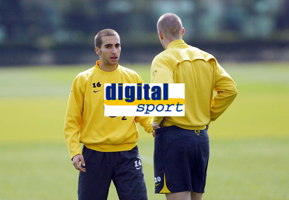 Photo: Chris Ratcliffe.<br />Arsenal Training Session. UEFA Champions League. 18/04/2006.<br />Matthieu Flamini and Philippe Senderos chat during training.