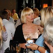 NLD/Amsterdam/20070410 - Boekpresentatie Caroline Tensen, Monique des Bouvrie in gesprek