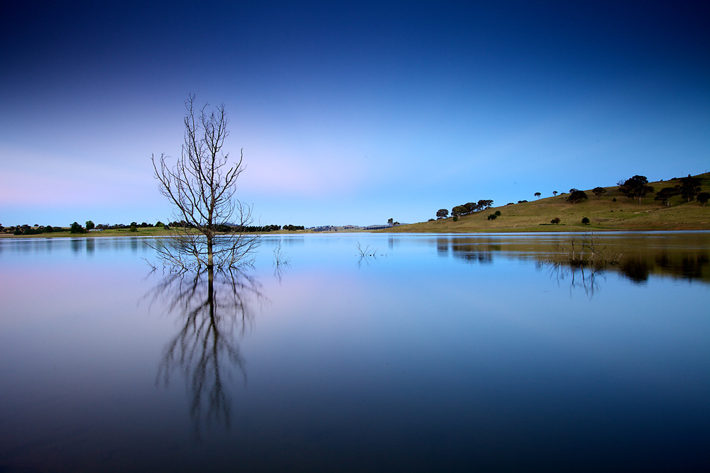 Twilight at Carcoar Dam. New south wales, Australia. Photo by Lorenz Berna