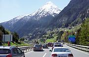 Zwitserland, Switzerland , 15-5-2018 Lange rijen autos en wachten voor de ingang van de Gotthardtunnel op groen licht voor de doorgang. Vanwege de veiligheid mag er slechts gedoseerd verkeer doorheen, en moet gemiddeld een half uur gewacht worden. Deze weg is de toegang tot Italie . FOTO: FLIP FRANSSEN