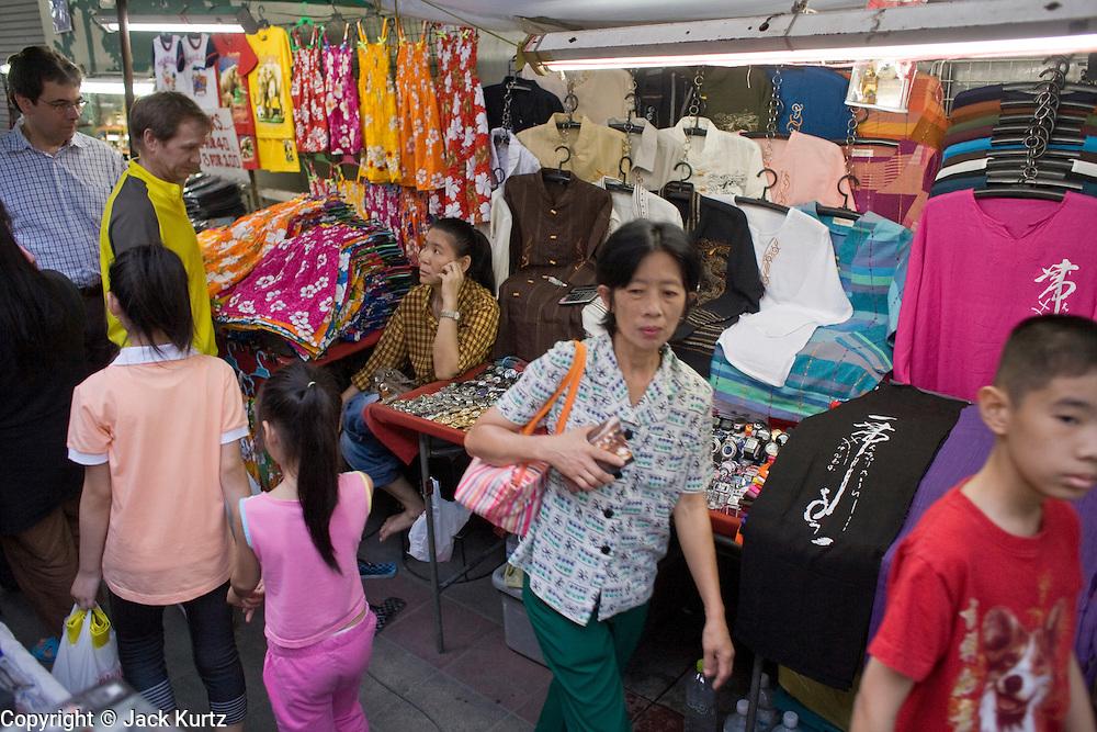 01 MARCH 2008 -- BANGKOK, THAILAND:  People walk through the night market on Sukhumvit Road in Bangkok, Thailand.    Photo by Jack Kurtz/ZUMA Press