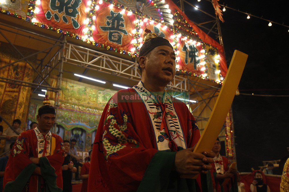 September 5, 2017 - Hong Kong, CHINA - Taoist Monk performing ritual chanting mantra in order to calm and bless the spirit of the dead during Ghost Festival. Sept 5, 2017. Hong Kong.ZUMA/Liau Chung Ren (Credit Image: © Liau Chung Ren via ZUMA Wire)