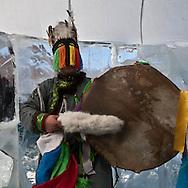 Mongolia. Shaman worshipping to queen lake ( huvsgul lake ) and king saridag (great horidol saridag moutain) during the Ice festival on the frozen Khuvsgul lake. - siberia border - for the mongol new year ,  tsagaan sar, in the cold winter   Khuvsgul province -    / Ceremonie chamanique. / Festival des glaces  sur le lac gelé de Khovsgol - frontiere siberienne-  pour Tsagan sar; le nouvel an mongol, en hivoir dans le froid   Khovgul  - Mongolie   / L0055881