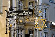 Gasthausschild, Altstadt von Lindau, Bodensee, Bayern, Deutschland
