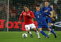Fotball , 6. september 2006 , EM-kvalifisering , Norge - Moldova 02,<br /> Euro - q.<br /> Norway - Moldova<br /> <br /> Andrei Corneencov , Moldova og Kristofer Hæstad , Norge