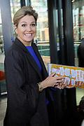 Koningin Maxima opent Week van het Geld in Beeld en Geluid, Hilversum. Het doel van deze week is om basisschoolleerlingen te leren omgaan met geldzaken. /// Queen Maxima opens the Money Week in Sound and Vision, Hilversum. The purpose of this week is to learn how to deal with money matters. Elementary school students<br /> <br /> Op de foto / On the photo:   Aankomst Koningin Maxima / Arrival Queen Maxima