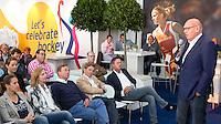 Rotterdam - Voorzitter Kees Jansma van   het Jeugd Sport Fonds tijdens de Rabobank World Hockey League. Foto KOEN SUYK