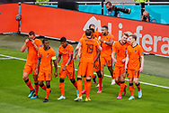 Memphis Depay of the Netherlands celebrates after scoring his sides first goal with teammates during the UEFA Euro 2020, Group C football match between Netherlands and Austria on June 17, 2021 at the Johan Cruijff ArenA in Amsterdam, Netherlands - Photo Marcel ter Bals / Orange Pictures / ProSportsImages / DPPI