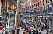Nederland, Nijmegen, 23-7-2011Winkelstraat, Marikenstraat, in Nijmegen. Winkelen, architectuur, druk, drukte, drukke.Foto: Flip Franssen/Hollandse Hoogte