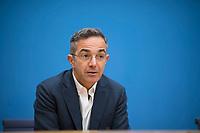DEU, Deutschland, Germany, Berlin, 10.12.2020: Navid Kermani, deutscher Schriftsteller, Publizist und Orientalist, in der Bundespressekonferenz zur Menschenrechtslage im Iran.