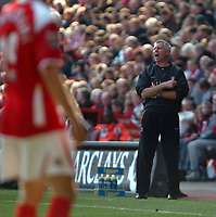 Photo: Tony Oudot.<br />Charlton Athletic v Wigan Athletic. The Barclays Premiership. 31/03/2007.<br />Alan Pardew of Charlton Athletic shouts instructions from the touchline